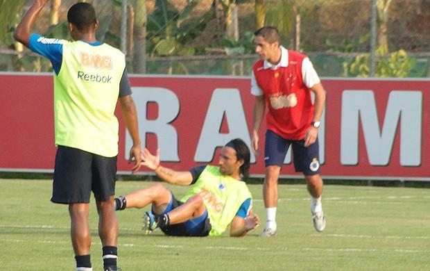 Sylvinho novo auxiliar do Cruzeiro (Foto: Leonardo Simonini/Globoesporte.com)
