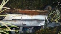 Dois carros caem em ribanceira (Carlos Franco/ Extra de Rondônia)