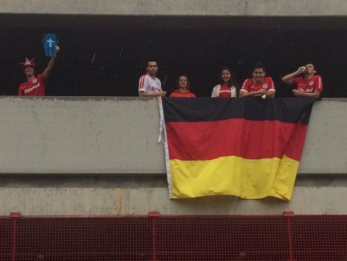 gre-nal 406 grêmio inter internacional final gauchão beira-rio bandeira Alemanha (Foto: Tomás Hammes/GloboEsporte.com)
