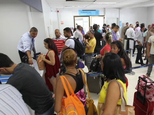 Movimento no aeroporto de Feira de Santana nesta segunda (2) (Foto: Manu Dias/GOVBA)
