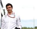 Mercedes diz que não revela nome de substituto de Rosberg antes de 2017