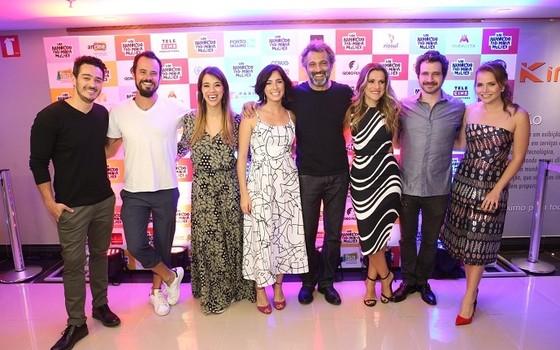 """Marcos Veras posa com o elenco de Um namorado para a minha mulher, em que dividiu o set com Domingos Montagner: """" (Foto: Marcello Sá Barretto/ Ag News)"""