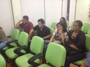 Família de Mário Ivo Sampaio acompanhou coletiva, em Macapá  (Foto: John Pacheco/G1)