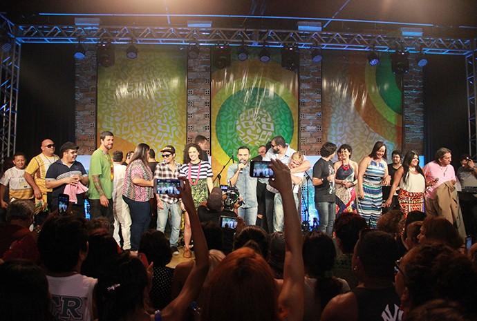 Vinte e cinco artistas fazem a festa no show do 'Paneiro' (Foto: Katiúscia Monteiro/ Rede Amazônica)