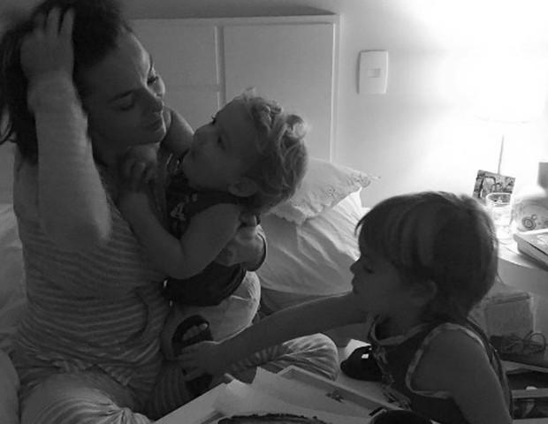 Regiane Alves e os filhos (Foto: Reprodução Instagram)