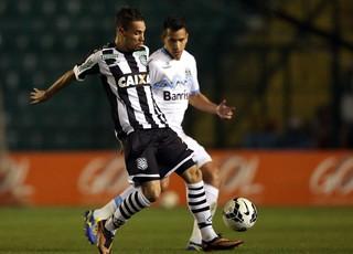 Saimon Grêmio Leo Lisboa Figueirense  (Foto: Agência Getty Images)