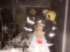Incêndio em cozinha de casa destrói eletrodomésticos