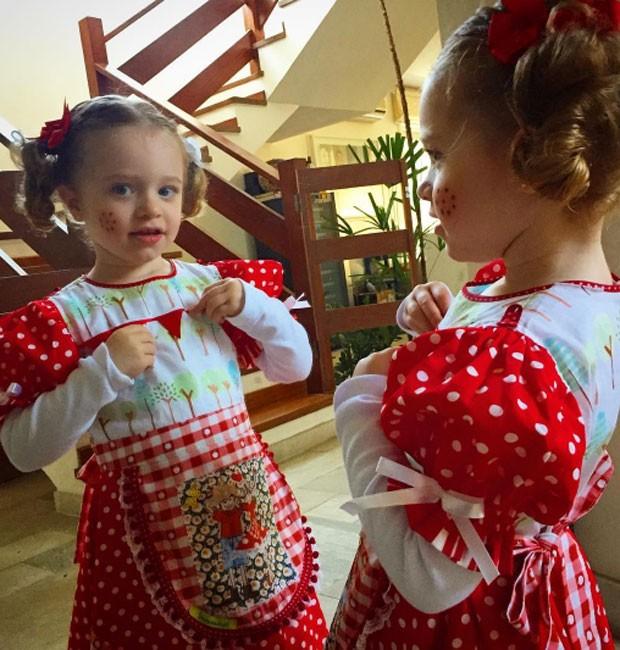 Duda, filha da atriz Juliana Baroni e do escritor Eduardo Moreira (Foto: reprodução/Instagram)