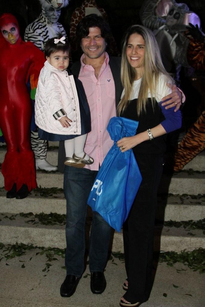 Paulo Ricardo com a mulher, Gabriela, e a filha, Isabela (Foto: Leo Franco e Thiago Duran/AgNews)