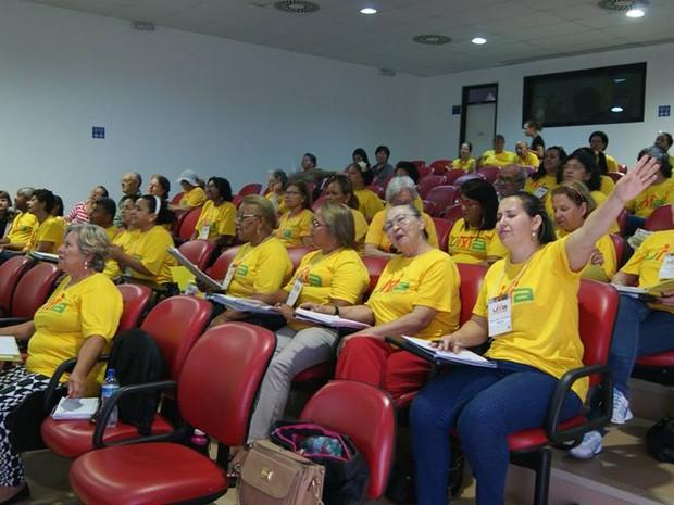 Turma da Universidade do Envelhecer em aula em Ceilândia, no DF (Foto: UnB/Divulgação)