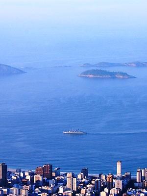 Marinha patrulha orla do Rio com 26 embarcações e 6 aeronaves (Marcos Estrella/TV Globo)