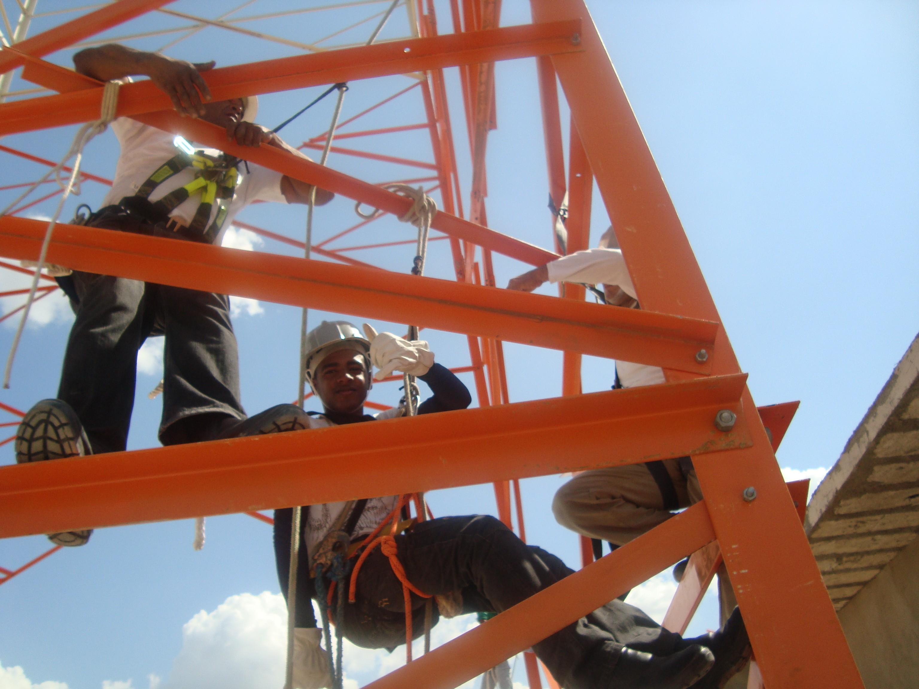 Rafael fez cursos específicos para subir em torres de transmissão (Foto: Arquivo Pessoal)