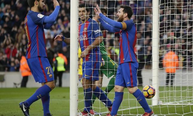 Messi comemora o gol marcado contra o Las Palmas, igualando um recorde na Liga espanhola