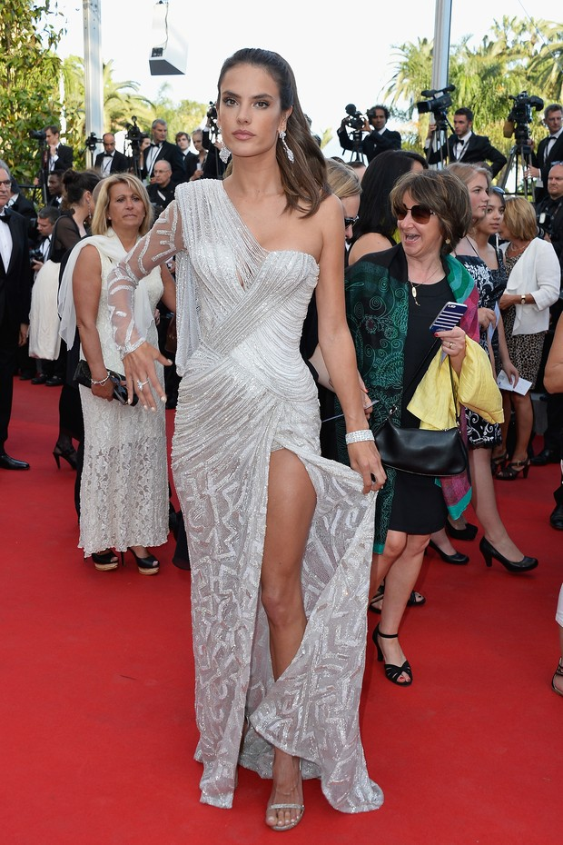 Alessandra Ambrósio na première do filme Two Days, One Night, no Festival de Cannes (Foto: Getty Images)
