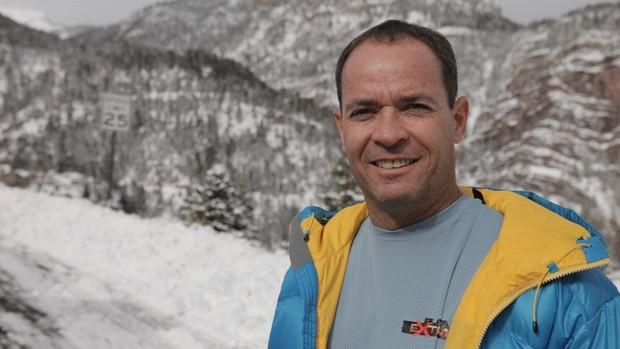 Clayton Conservani, repórter e personagem da série Planeta Extremo (Foto: TV Globo/ Reprodução)
