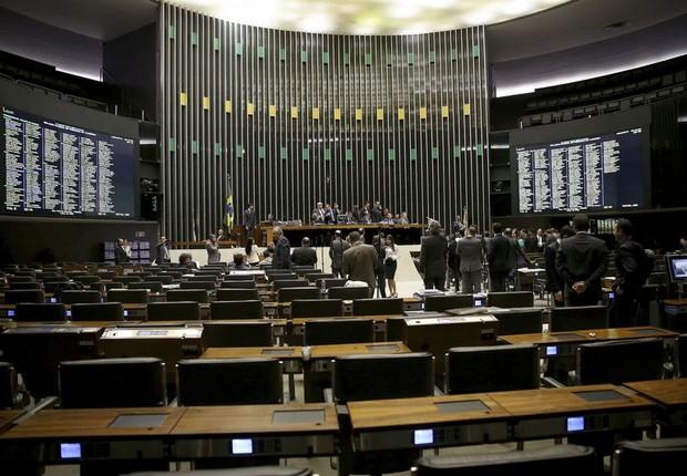 Sessão na Câmara de discussão do processo de impeachment (Foto: Wilson Dias/Agência Brasil)