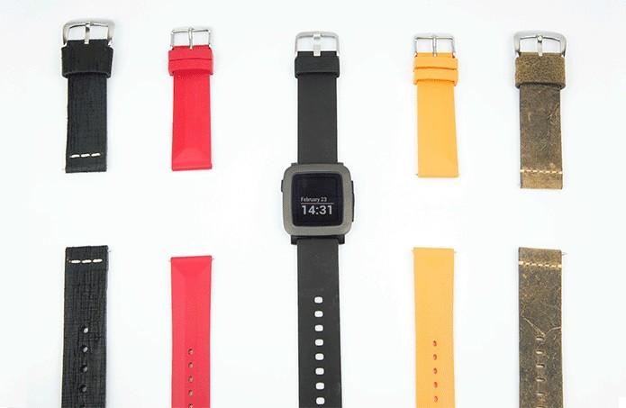 Pebble tem pulseiras coloridas intercambiáveis (Foto: Divulgação)