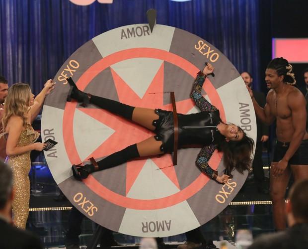Anitta se diverte no programa (Foto: Carol Caminha/Gshow)