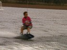 Elogiado por campeões, menino de 10 anos é promessa do wakeboard