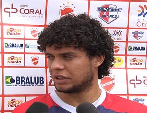 Victor Ferraz, lateral-direito do Vila Nova (Foto: Reprodução/TV Anhanguera)