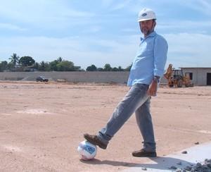 Joacir Thomaz, nas obras do estádio catarinão (Foto: Gabriel Andrezo/Futrio)