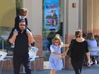 Após rumores de separação, Ben Affleck e Jen Garner passeiam juntos