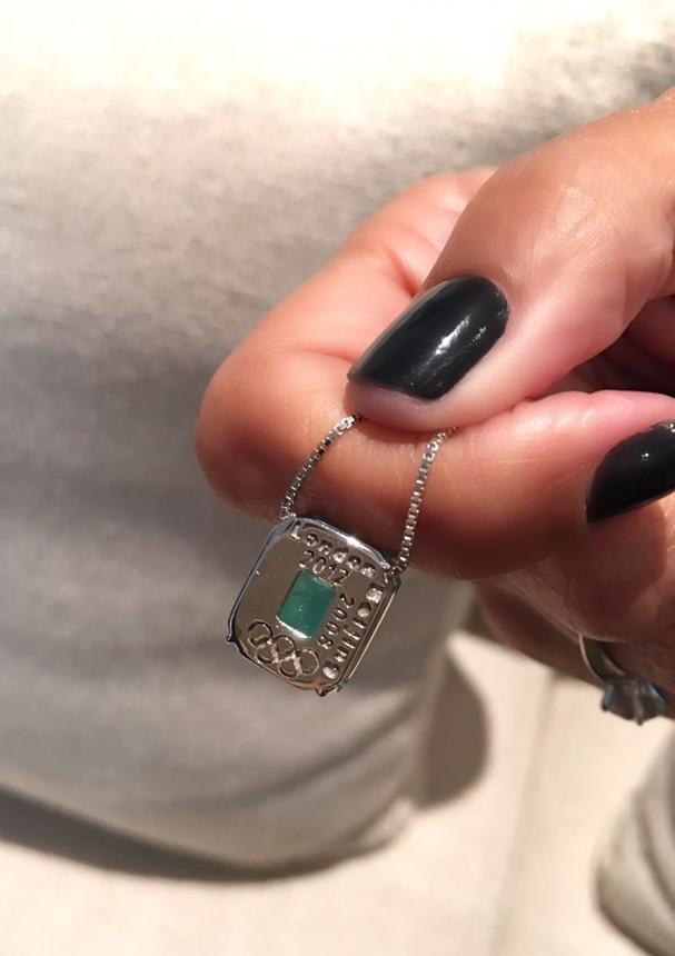 Thaisa, do vôlei, e o seu amuleto da sorte (Foto: Divulgação)