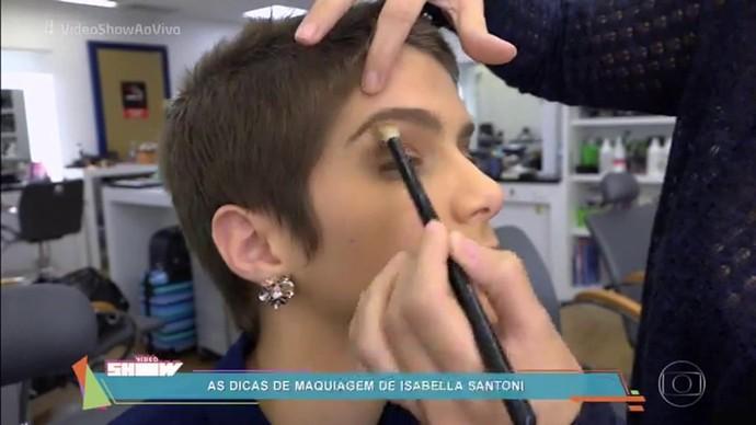 Isabella Santoni também contou os detalhes de sua maquiagem (Foto: TV Globo)