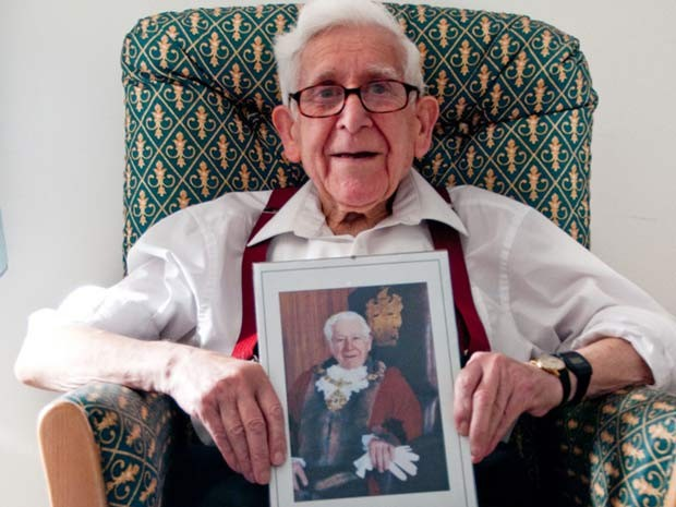 Imagem divulgada pelo asilo Gracewell mostra o veterano Bernard Jordan, veterano da Segunda Guerra Mundial, que fugiu de Hove (Inglaterra) para participar do aniversário do Dia D, na Normandia. (Foto: AP Photo/Gracewell Healthcare/PA)