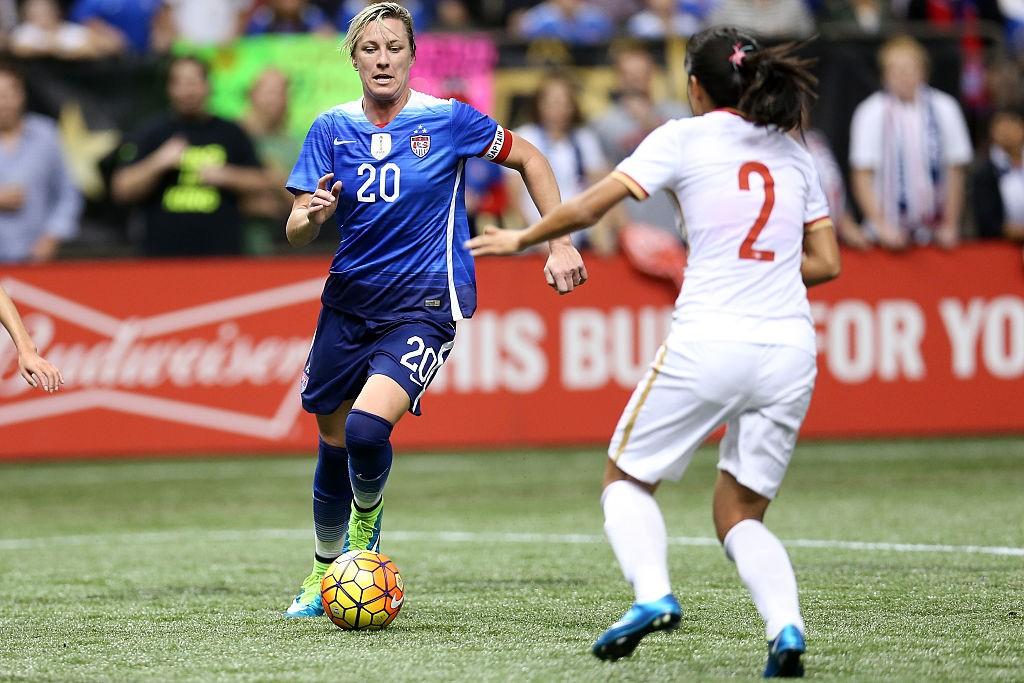 Abby Wamback em jogog pela seleção de futebol dos EUA (Foto: Getty)