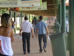 Pai e filho juntos rumo ao exame da OAB pela 2ª vez (Foto: Graziela Rezende/G1 MS)