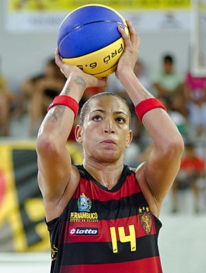 érika sport basquete feminino (Foto: Wágner Damásio / Sport)