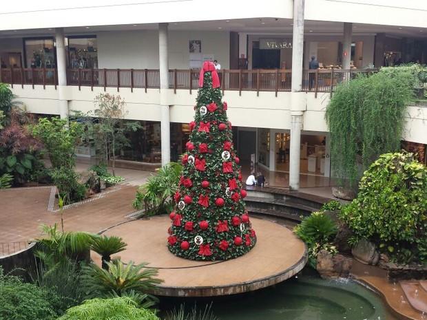 Shopping Galleria já está com decoração de Natal e contrata temporários, em Campinas (Foto: Luciano Calafiori / G1)