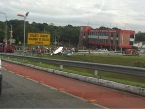Avião caiu perto do grupamento do Corpo de Bombeiros (Foto: Marcos Magalhães / Arquivo pessoal)