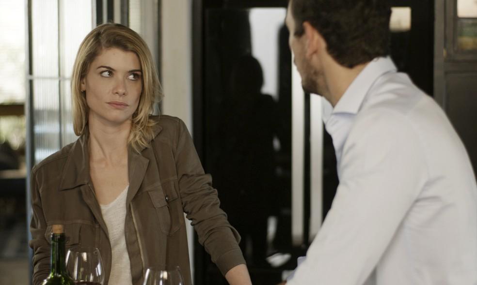 Lázaro garante a Diana que Mariane fará Gui perder a cabeça (Foto: TV Globo)