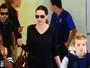 Shiloh, filha de Brad Pitt e Angelina Jolie, aparece com cabelo curtinho