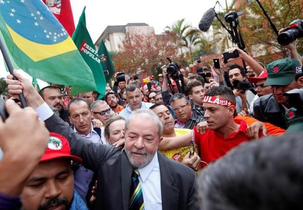 O ex-presidente Luiz Inácio Lula da Silva chega para depoimento na Justiça Federal de Curitiba (Foto: Paulo Whitaker/Reuters)