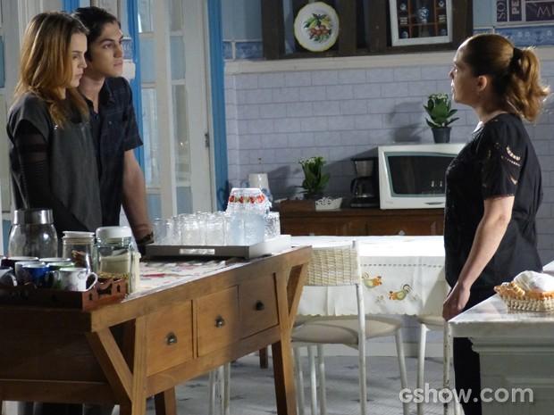 Vera em choque diante de Antônio e Anita  (Foto: Malhação / TV Globo)
