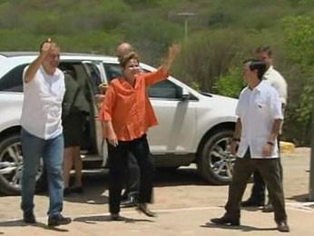 Dilma Rousseff e Eduardo Campos chegam à inauguração da adutora do Pajeú (Foto: Reprodução/NBR)