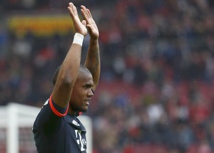 Douglas Costa comemora gol do Bayern de Munique (Foto: Reuters / Kai Pfaffenbach)
