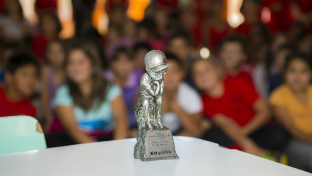 Equipes do Televisando foram até as escolas de cada vencedor para entregar os prêmios (Foto: Divulgação/RPC TV)