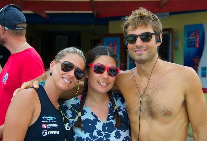 Carol Schrappe ao lado de Nicholas Mevoli e mais uma amiga, em Curaçao (Foto: Arquivo Pessoal)
