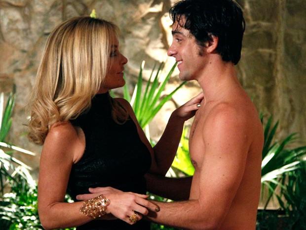 Rola um climinha entre os dois, mas Pamela se recompõe  (Foto: Raphael Dias / TV Globo)