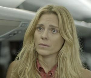 Lara se comove com atitude de Dante (Foto: TV Globo)