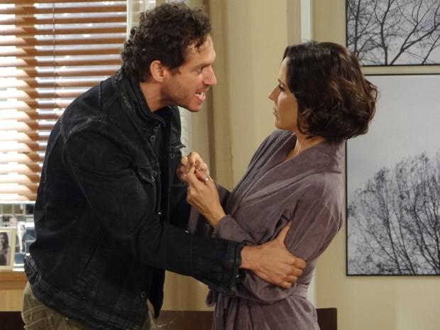 Fábio e Manoela têm mais uma de suas discussões (Foto: Guerra dos Sexos / TV Globo)