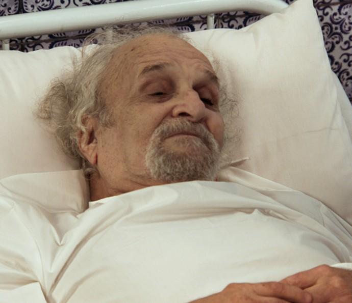 Padre lembra do casamento e conta histórias da cerimônia (Foto: TV Globo)