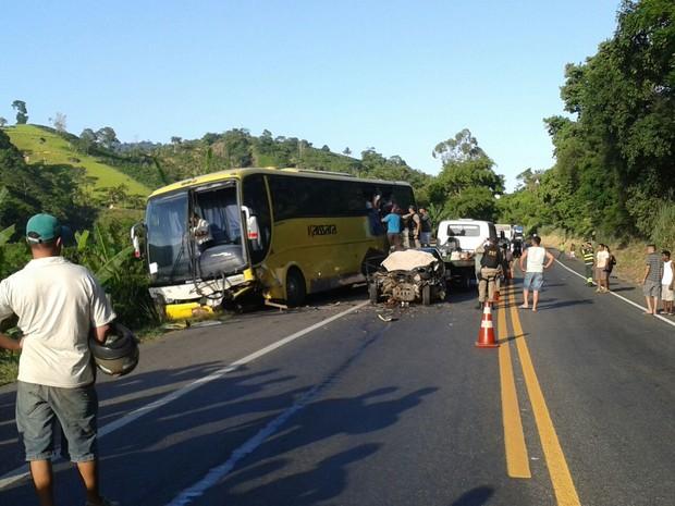 Acidente na BR-101 em Iconha (Foto: Júnior Mezadre/ VC no ESTV)