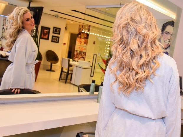 Ex-BBB Fernanda Keulla exibe novo visual em salão de beleza em São Paulo (Foto: Caio Duran e Eduardo Martins/ CDC Shows e Eventos/ Divulgação)