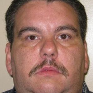 Matthew Matagrano levantou suspeias dos guardas de verdade quando começou a mudar detentos de celas (Foto: Divulgação)