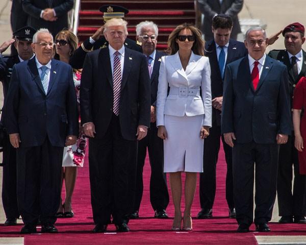 Melania Trump e Donald Trump na chegada a Roma (Foto: Getty Images)